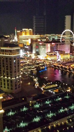 Vdara Hotel & Spa: Night time view from our room