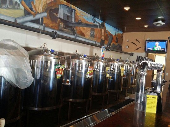 Boulder Dam Brewing Company: Beers on tap