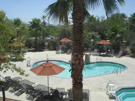 Residence Inn Tucson Airport : Pool area viewed from my room