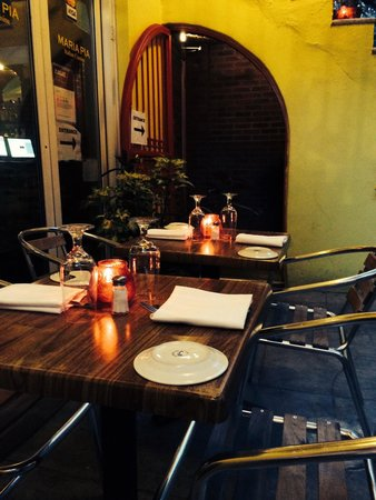 Maria Pia : Quiet and serene outside dining. Nothing beats eating outside.