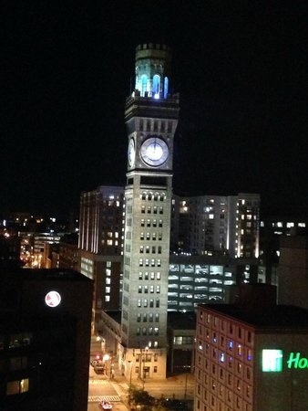 Hilton Baltimore : Our view by night