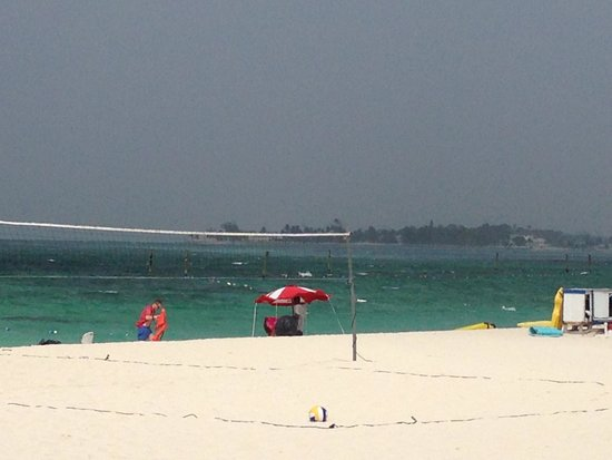 Melia Nassau Beach - All Inclusive: The nice beach in front of the hotel