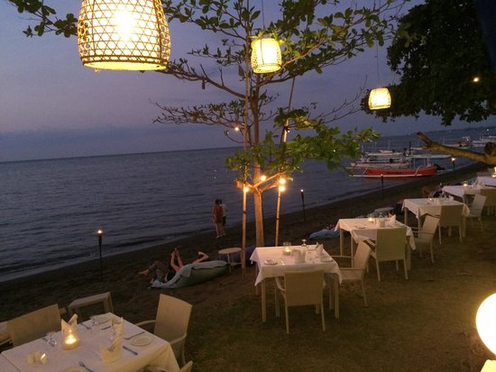 The Lovina: Dinner on the beach