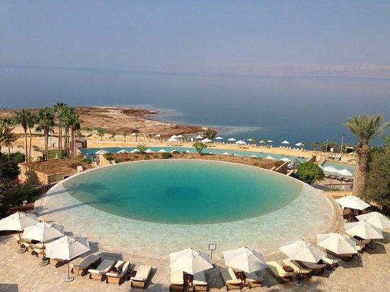 Kempinski Hotel Ishtar Dead Sea: Esta es la vista desde el restaurante para el desayuno