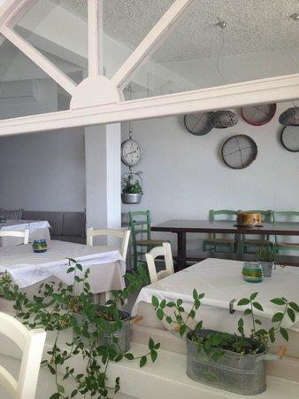 Aegeon Restaurant : Inside