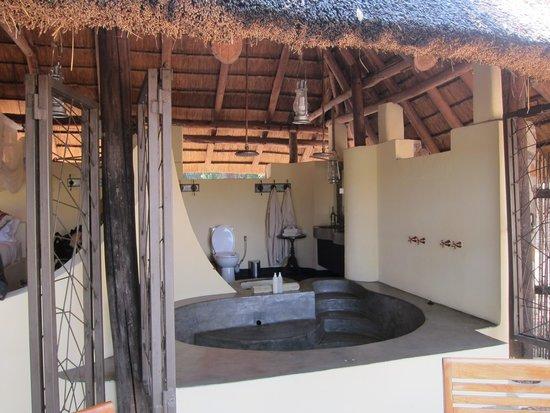 Kapamba Bushcamp - The Bushcamp Company: Oh, that shower and tub...