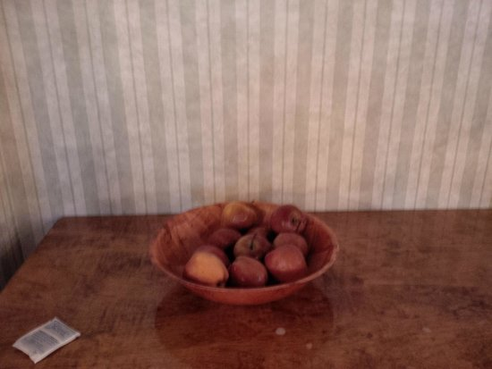 Rodeway Inn Capri: this apple basket was presented both days