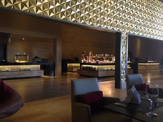Platinum Yucatán Princess All Suites & Spa Resort: The buffet