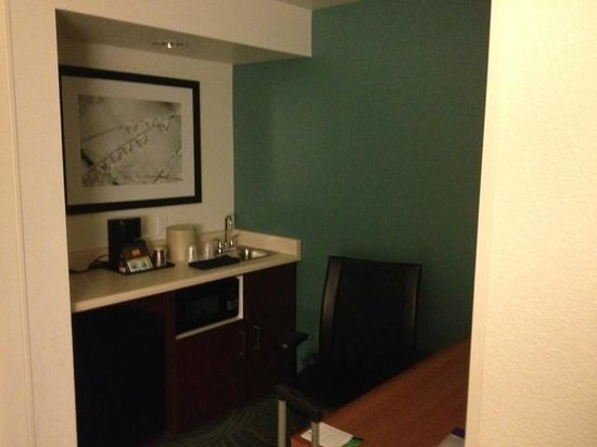 SpringHill Suites Phoenix Downtown: Continuation of Room -- desk and fridge area