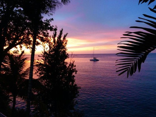 Hibiscus Lodge Hotel: Superlative sunset from the private patio