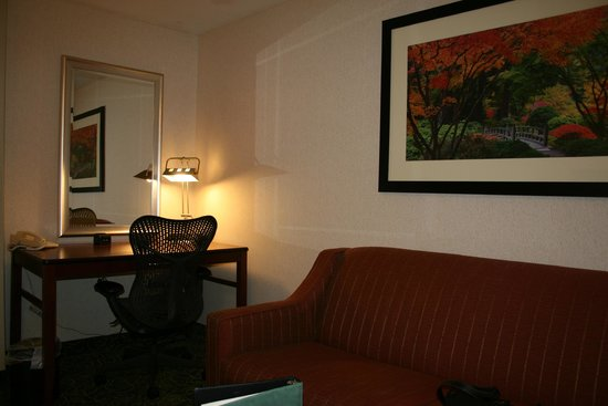 Hilton Garden Inn Portland Airport: Front Room in Suite has a Desk and Sofa/Hideabed