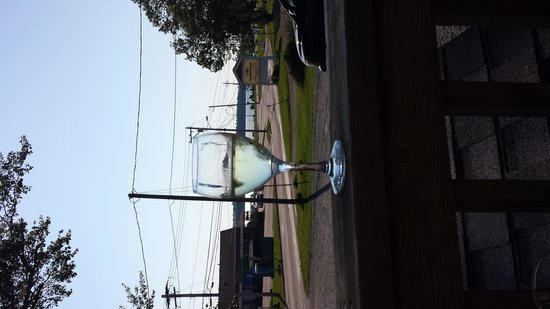 Rick's Fish & Chips: nice view and cold wine