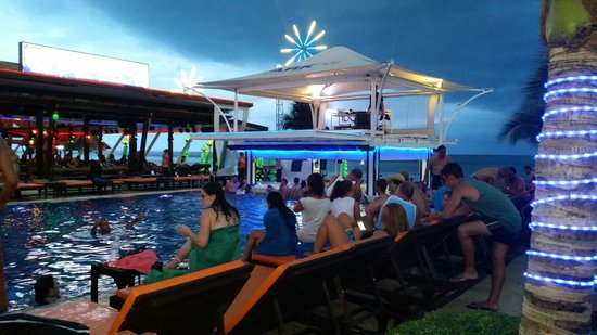 Ark Bar Beach Resort: Best Music/DJ's by the pool daily from 2pm! :D