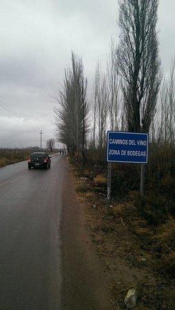 Mendoza Wine Bike Tour: Caminos Del Vino sign