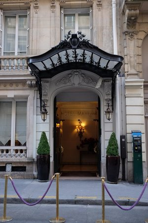 Hôtel  Mayfair Paris : Entrance to the Mayfair