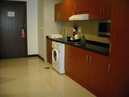 Star Metro Deira Hotel Apartments: Kitchen