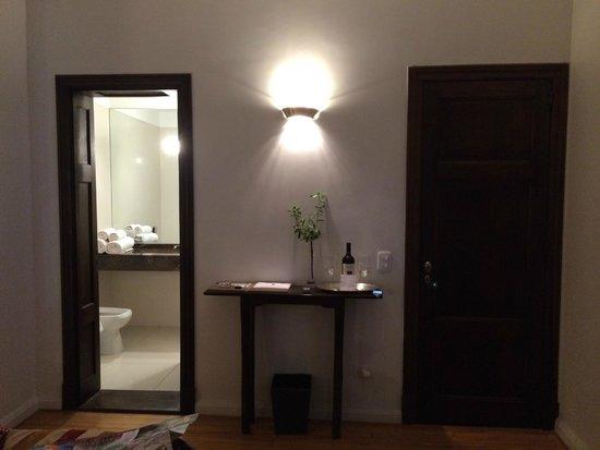 Magnolia Hotel Boutique: Room / bathroom