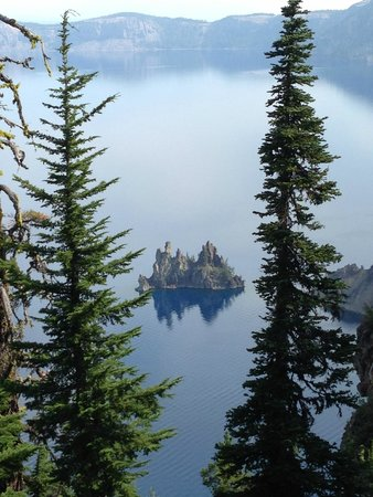 Crater Lake National Park: Sun Notch Trail with the Phantom Ship