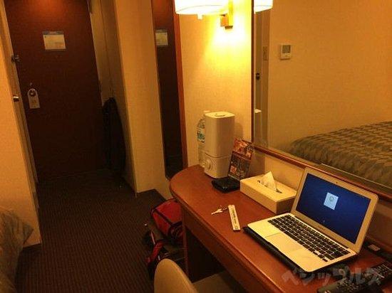 Star Hotel Yokohama: 部屋のデスク