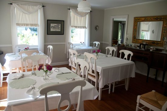 Staveleigh House Bed and Breakfast: It's like being with family!
