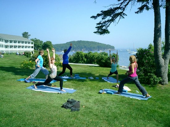 Bar Harbor Inn: Morning yoga class at 9 am with Yoga Beth