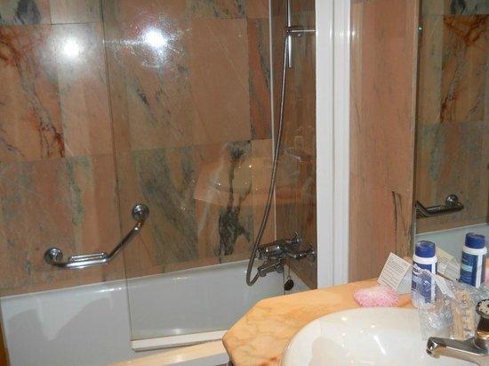 Hotel Exe El Coloso : Vasca da Bagno in stanza El Coloso