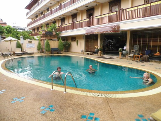 At Chiang Mai Hotel: Pool