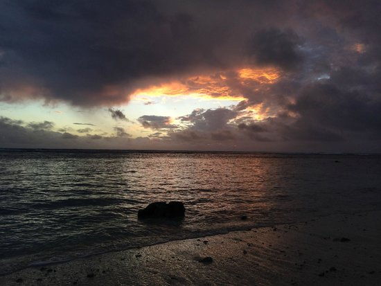 Magic Reef Bungalows: Every night we anticipated how the sky would perform...