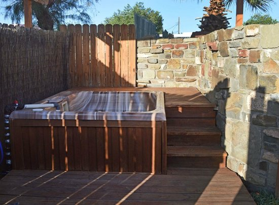 Fire Water Lodge: outdoor hot tub under the stars locking gate for private