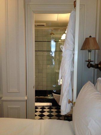 The Marlton Hotel: Bathroom