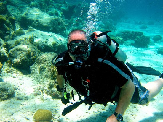 Curacao Marriott Beach Resort & Emerald Casino : Scuba Diving Wonderful and very convenient.