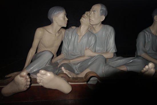 Hoa Lo Prison: Seen of prison life for the Vietnamese