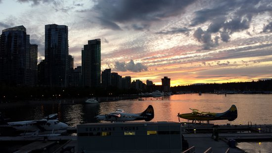 Hyatt Regency Vancouver : Sunset Canada Place