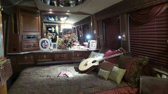 Dollywood Pictures From One Of Dolly Parton S Tour Bus Inside The Park So Beautiful