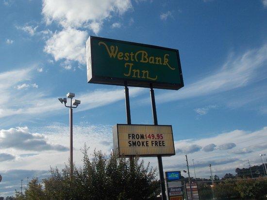 West Bank Inn: Sign on Entering