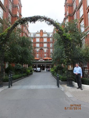 St. Ermin's Hotel, Autograph Collection: Hotel entrance