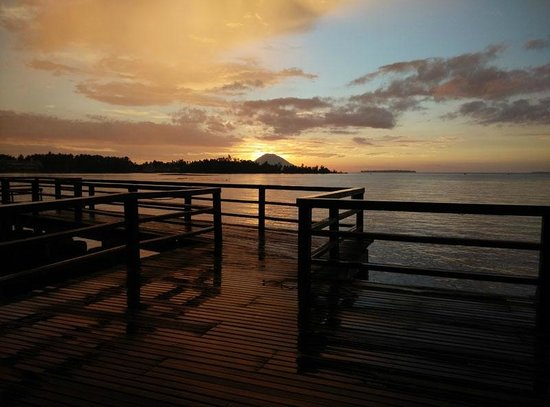 Cocotinos Manado : sunset view from the restaurant