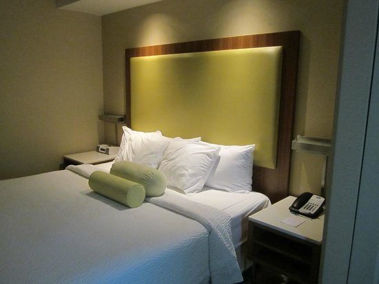 SpringHill Suites Syracuse Carrier Circle: nice bed