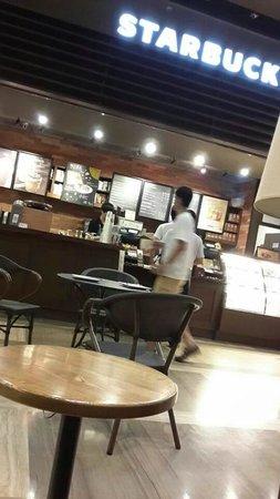 Victoria Hotel: starbuck cafe