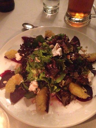 El Albergue Restaurant: Beet salad. So good!