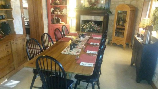 Chuckwagon Inn Bed & Breakfast: Main Dining Room (Breakfast)