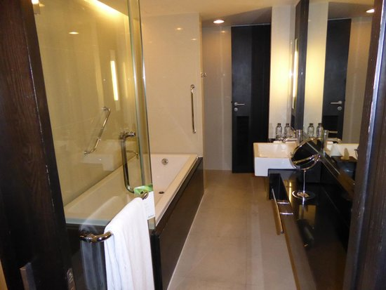 Radisson Suites Bangkok Sukhumvit : Bathroom