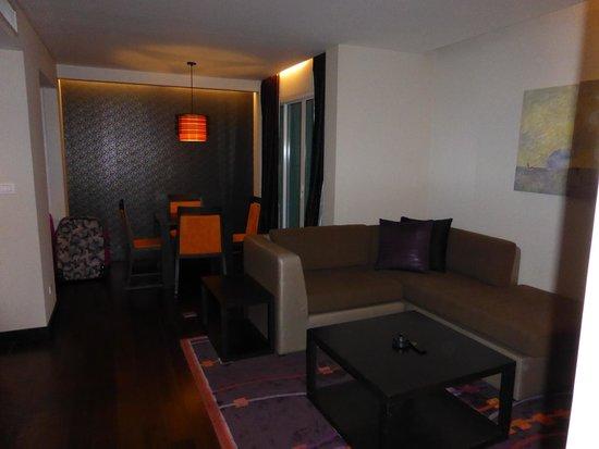 Radisson Suites Bangkok Sukhumvit : lounge & dining