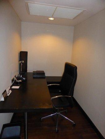 Radisson Suites Bangkok Sukhumvit : Study area