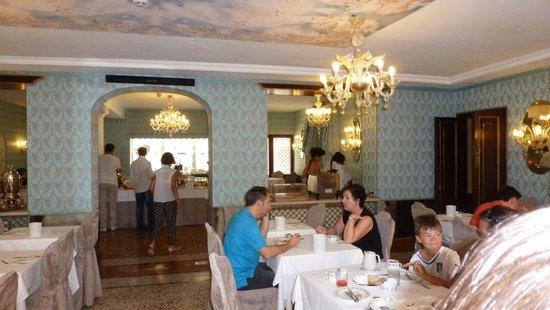 Hotel Giorgione: The breakfast room.