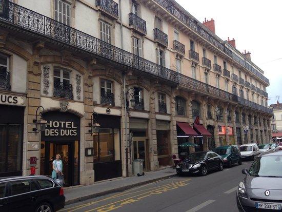 Hotel des Ducs : Отель расположен в самом центре Дижона