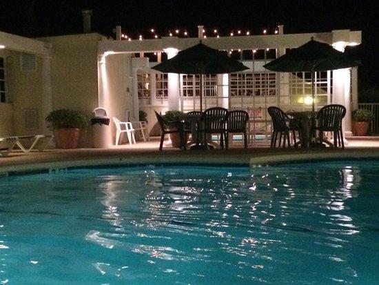 Windjammer Inn: pool area