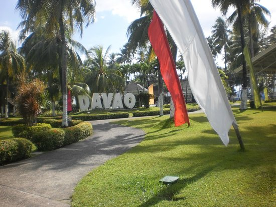 Waterfront Insular Hotel Davao: Hotel grounds