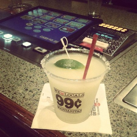 Fiesta Rancho Hotel and Casino: Margueritas a 99 cents