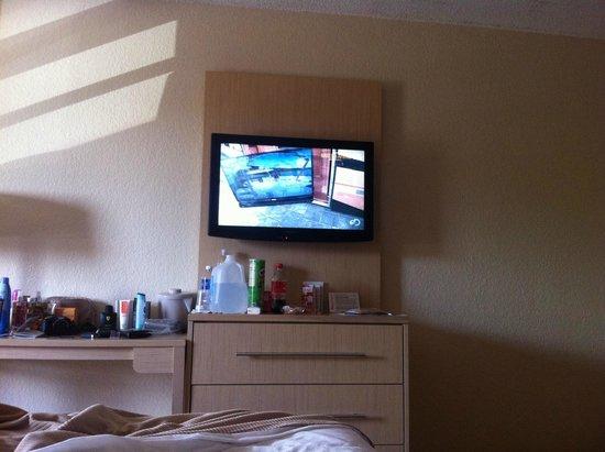 Red Roof Plus+ Miami Airport: tv no quarto